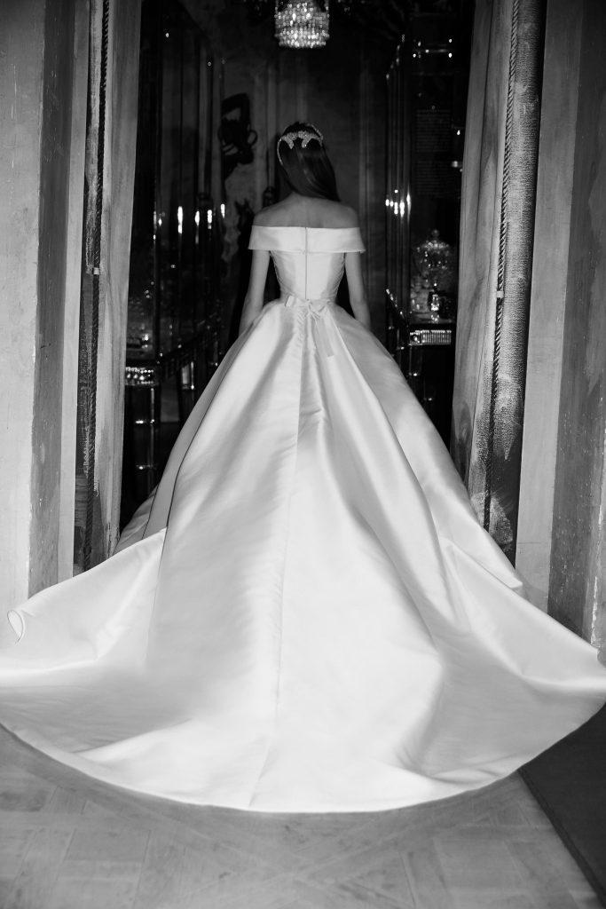 tendencias de vestidos de novia 2019 elie saab estilo minimalista
